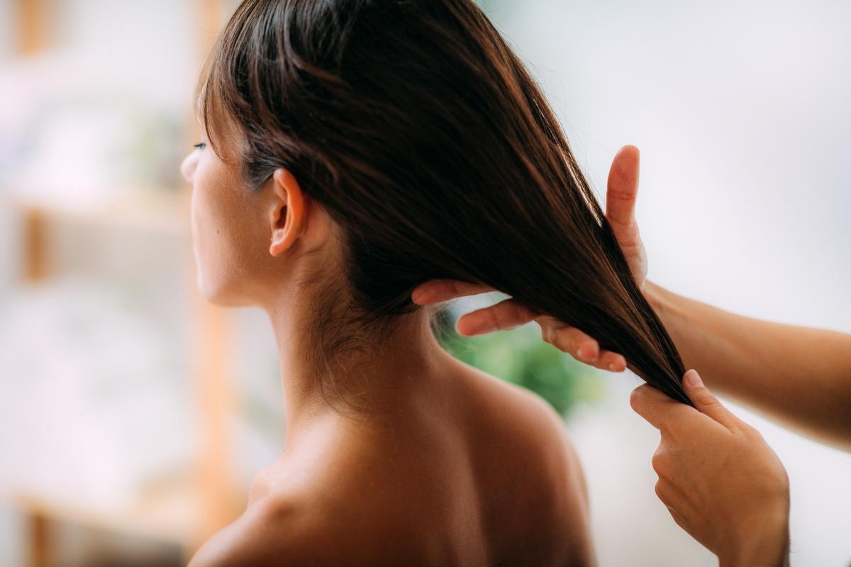 Jakich olejów używać do skóry głowy?
