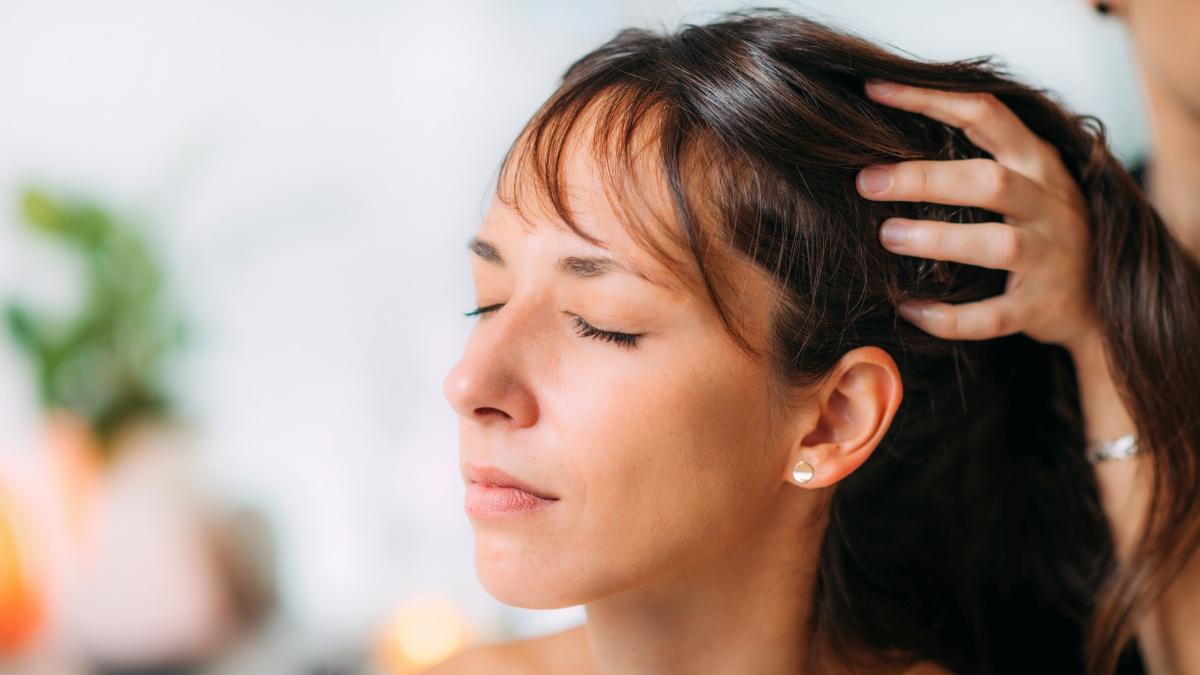 Olejowanie skóry głowy – co musisz wiedzieć?